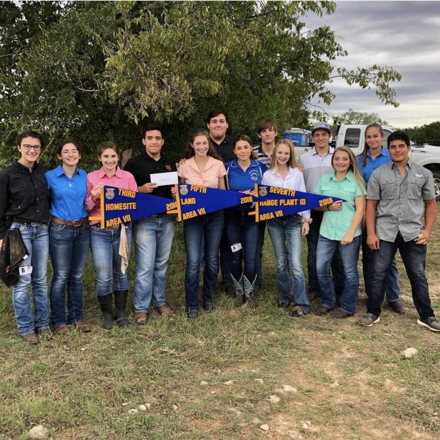 FFA students posing together after receiving scores and ranks