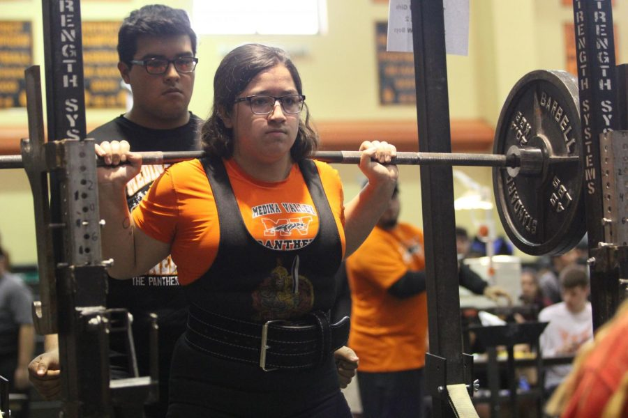 Lexie Martinez squatting for powerlifiting.